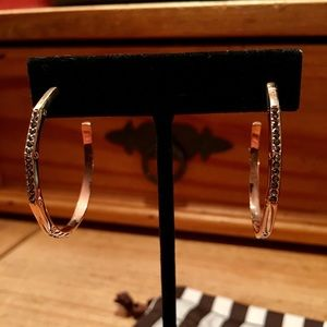 Henri Bendel 3/4 Rose Gold Plate Hoops w/ Black 💎